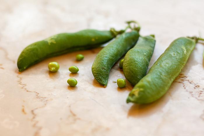 Gröna färska ärtor